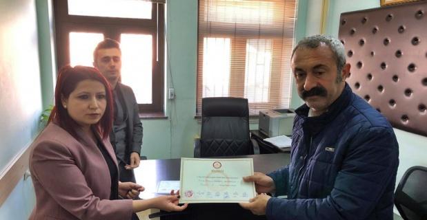 Komünist Başkan Maçoğlu, mazbatasını aldı