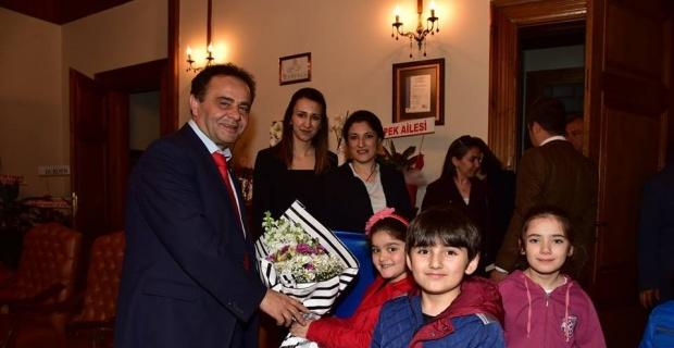 Miniklerden Başkan Şahin'e tebrik ziyareti