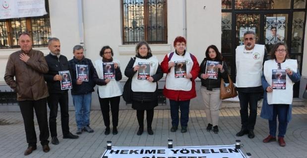 Sağlık çalışanları şiddete karşı nöbet tuttu