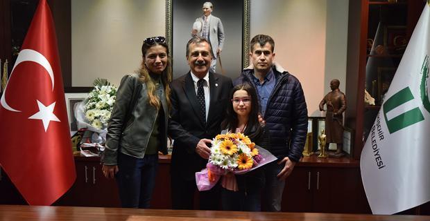Satranç şampiyonundan Ataç'a ziyaret