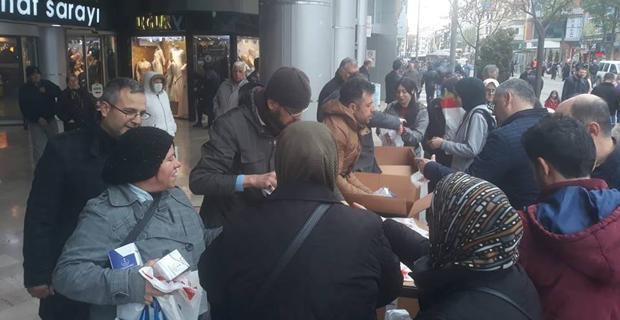 TÜMSİAD 6 bin paket kandil simidi dağıttı