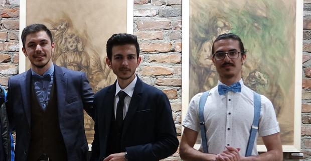 Üç arkadaşın resim sergisi ziyaretçilerini bekliyor