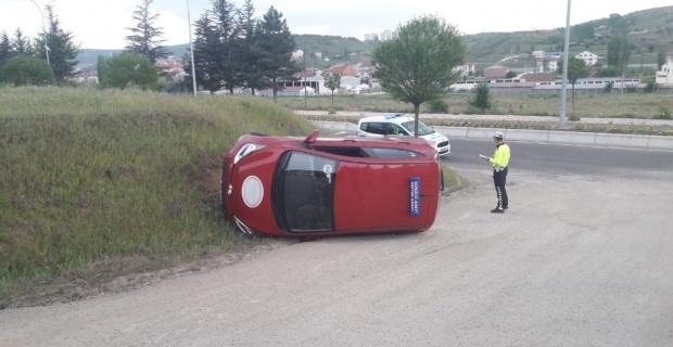 Aday sürücü kaza yaptı; 1 yaralı