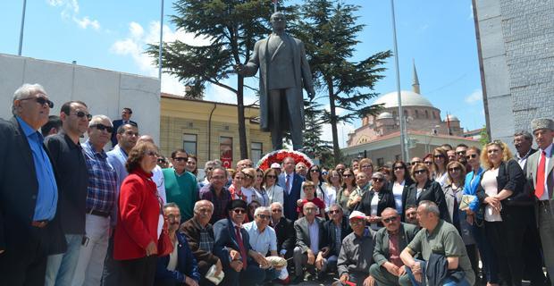 Atatürk'ün eserleri gençlerin omuzunda yaşayacaktır