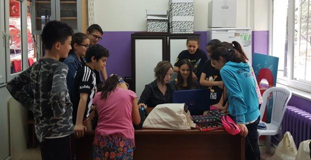 """""""Bana dilini öğret"""" projesi ile öğrenciler yeni dil öğreniyor"""