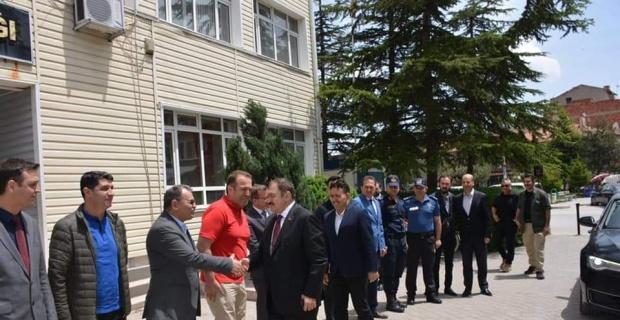 Eski Bakan Eroğlu, Kaymakam Kaya'yı makamında ziyaret etti