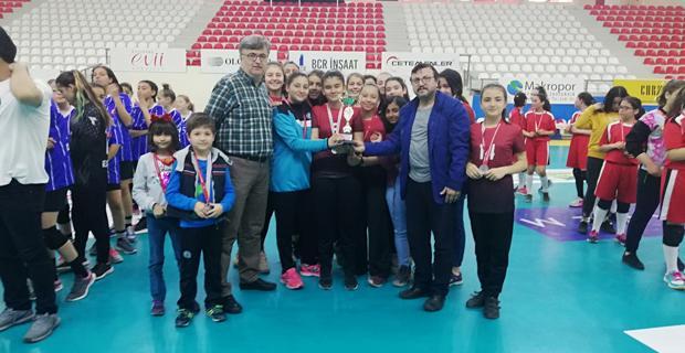 Kızlarda Anadolu, Erkeklerde Selka şampiyon