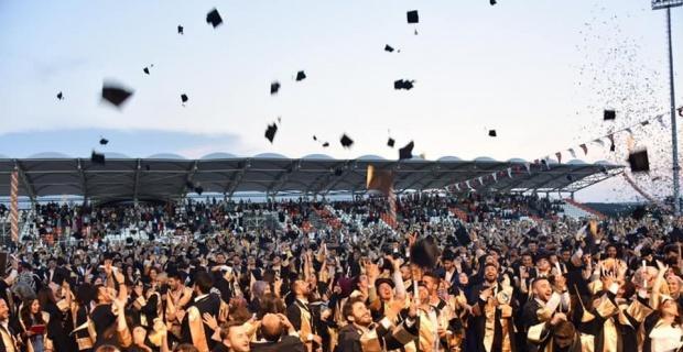 3 bin 146 öğrenci aynı anda kep attı