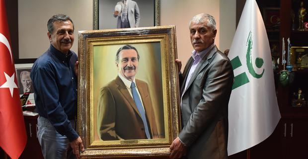 Ataç'a portresini hediye etti