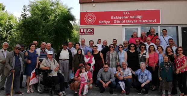 Eskişehir Dostlar Grubu üyeleri Babalar Günü'nü huzurevinde kutladı