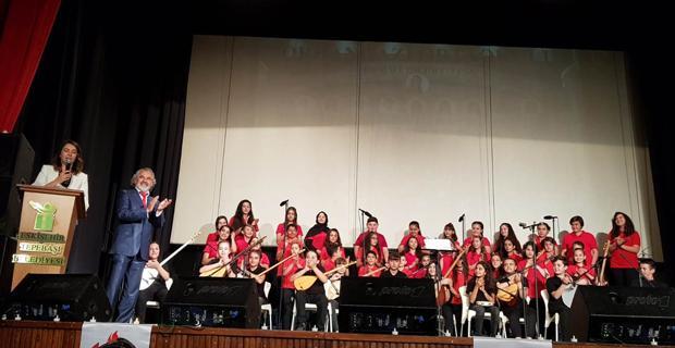 Orhangazi Ortaokulu öğrencilerinden müzik ve şiir şöleni