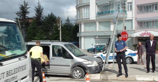Şuhut'ta trafik kazası: 2 yaralı