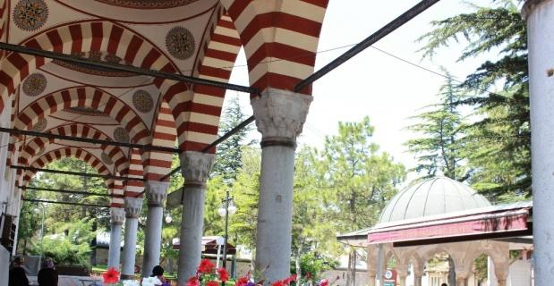 Kurşunlu Camii ve Külliyesinin ilgi çeken özellikleri