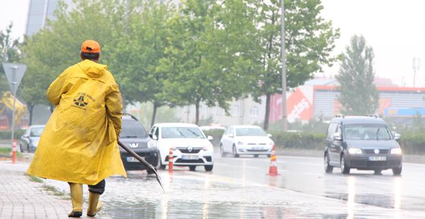 Sağanak yağış şehirlerarası yolları vurdu