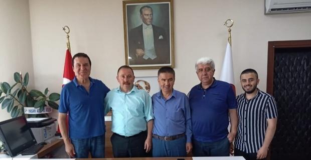 Şarkıcı Körler'den Başkan Sever'e ziyaret