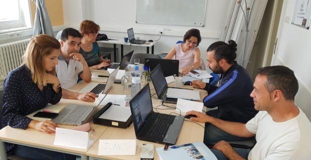 Mehmet Gedik Ortaokulu öğretmenleri Prag'da eğitim aldı