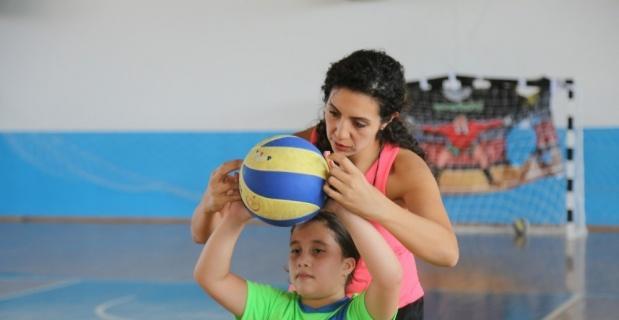 Voleybol Yaz Okulu'na çocuklardan yoğun ilgi
