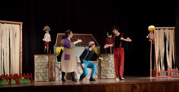 Çocuklar tiyatro keyfini Tepebaşı'nda yaşadı