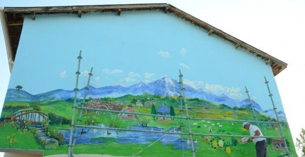 Günyüzü'nün tarihi mekanları otel duvarına resmedildi