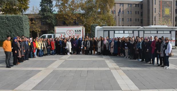 AK Partili kadınlar kan verdi