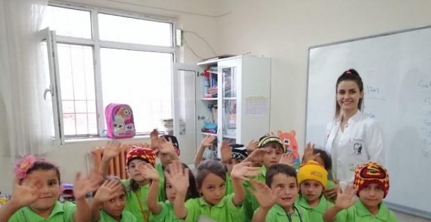 Bin 450 kilometre uzaklıkta bulunan hiç görmedikleri öğrencilerle gönül bağı kurdular