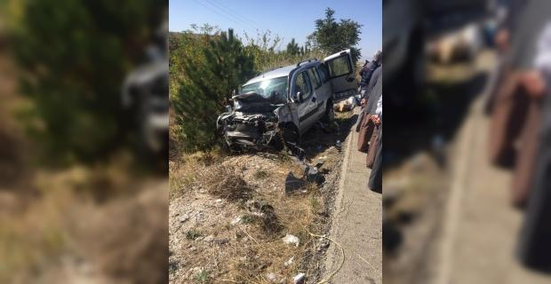 Dinar'da feci kaza:1 ölü 3 yaralı