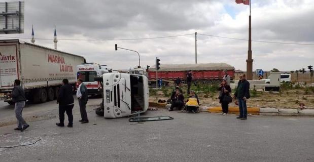 Emirdağ'da trafik kazası, 19 yaralı