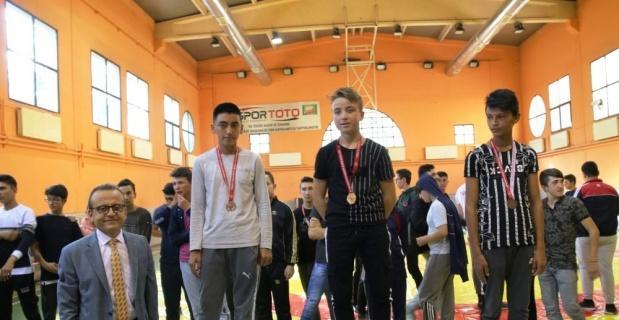 Kütahya'da güreş müsabakaları madalya töreni
