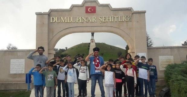 Öğrenciler Barış Pınarı Harekatı için tek yürek olup askerlere selam gönderdiler
