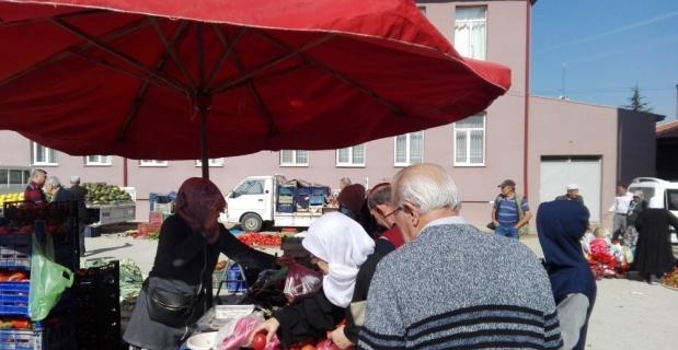 Pazaryeri'nde kurulan köylü pazarına ilgi büyük
