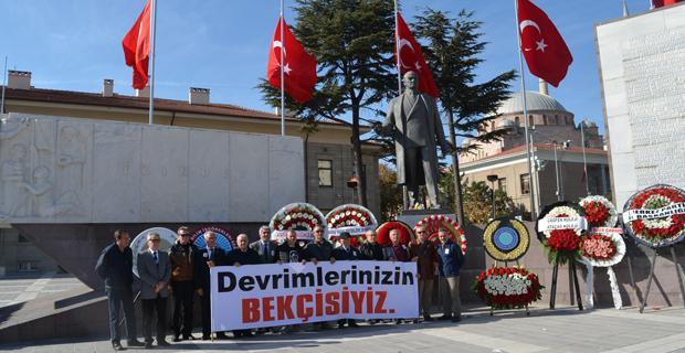 Atatürk Anıtı'nda Saygı Nöbeti