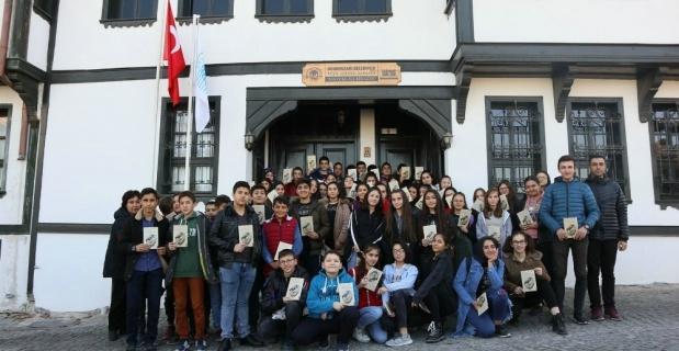 Emek Gençlik Merkezi Atatürk ile Bir Gün Galerisi'ni ziyaret etti