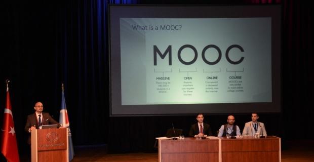 Kitlesel Açık Çevrimiçi Dersler konulu panelde teknoloji ve eğitim konuşuldu