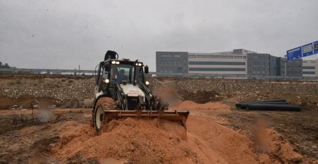 Yeni devlet hastanesinin kanalizasyon ve yağmur suyu hatları yapılıyor