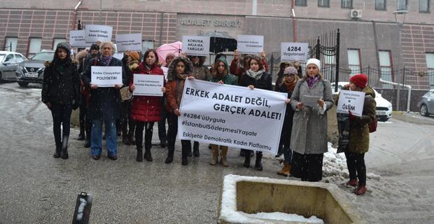 Kadınlar adliye önünde söz verdiler