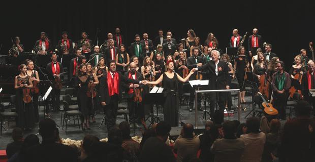 Senfoni Orkestrası'ndan muhteşem yeni yıl performansı
