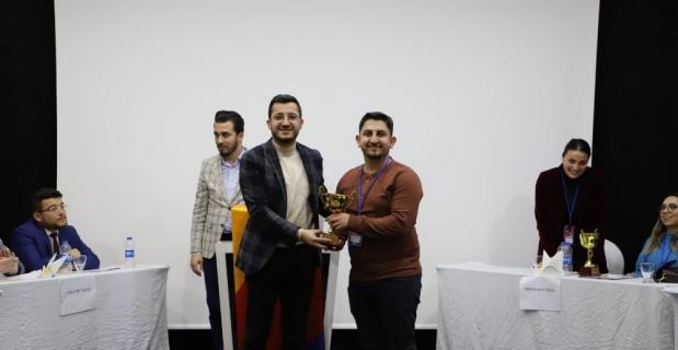 AK Partili gençler münazara yaptı