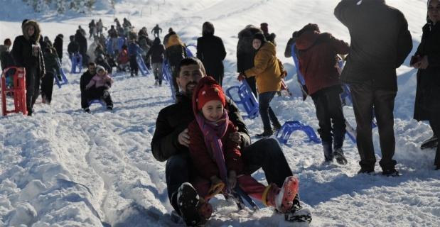 Bir metreyi aşan karda coşkulu festival
