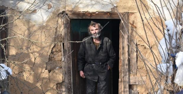 Köyde mahsur kalan 74 yaşındaki yaşlı adamı belediye ekipleri kurtardı