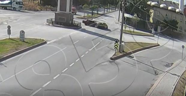 Kütahya'da 2 otomobilin çarpıştığı trafik kazası kamerada