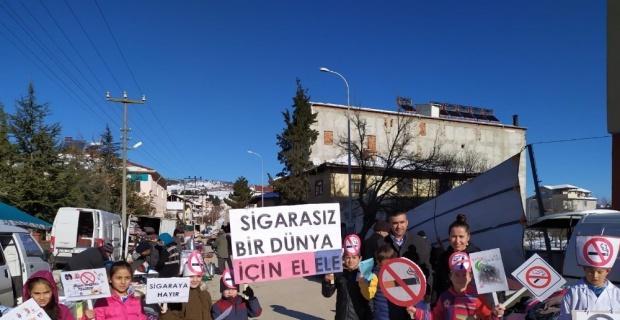 Öğrencilerden 'Sigaraya hayır' yürüyüşü