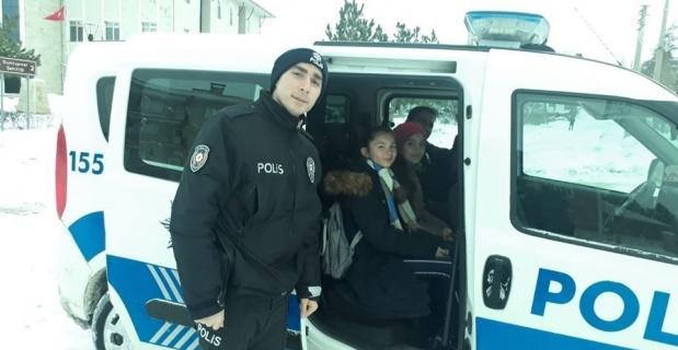 Polis ekipleri yürekleri ısıttı