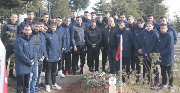 Son şehidimizin mezarına ziyaret