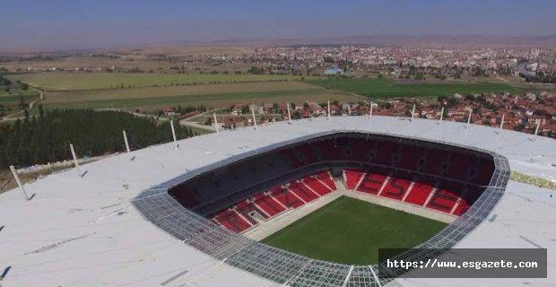 Yeni stadyumda 4 direk koptu