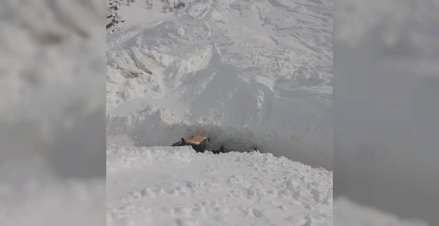 Bahçesaray-Çatak kara yoluna 2 çığ düştü