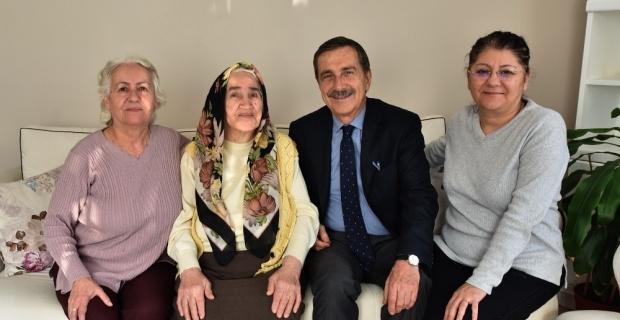 Başkan Ataç yaşlıları yalnız bırakmıyor