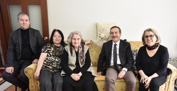 Başkan Ataç'tan 96 yaşındaki Hanife nineye ziyaret