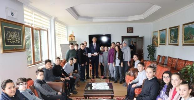 Öğrenciler, harçlıklarını depremzedelere bağışladı