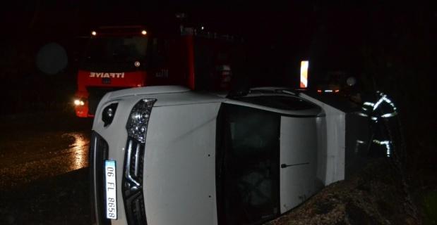 Seyir halindeki araç devrildi, 3 kişi yaralandı