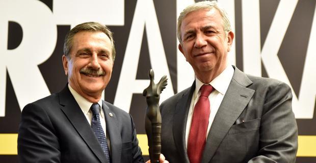 Başkan Ataç'a Sanata Katkı Onur Ödülü